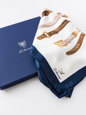 Carré Ginevra blu, dettaglio logo e confezione