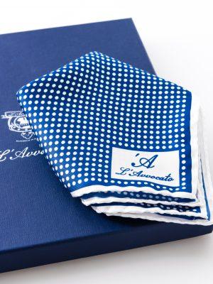 Pochette Mirafiori Bluette, dettaglio logo e confezione