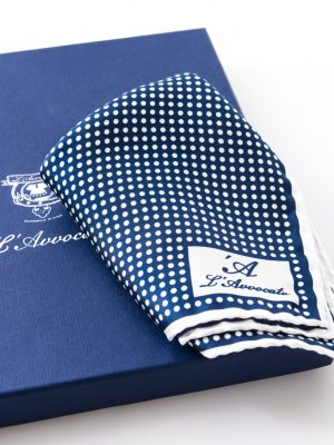 Pochette Mirafiori Blu, dettaglio logo e confezione