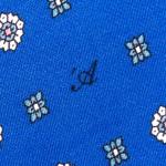 Cravatta Sette Pieghe Marella Blu di Persia - dettaglio della microfantasia con monogramma