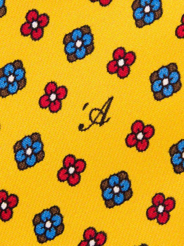 Cravatta Sette Pieghe Marella Giallo Ocra- dettaglio della microfantasia con monogramma