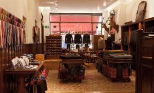 H. Huntsman & Sons, specializzata in abbigliamento da caccia e da equitazione. Uno dei più cari nella Savile Row.