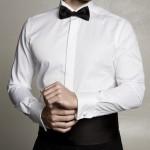 Camicia da smoking. Camicia rigorosamente bianca con polsini doppi. lo sparato presenta spesso pieghe verticali, oblique o può presentare un inserto in piqué