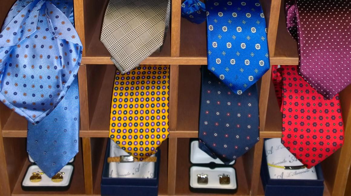 L'Angolo de L'Avvocato -dettaglio cravatte e gemelli