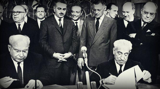 1966. Valletta e Tarassov firmano l'accordo per lo stabilimento di Togliattigrad.