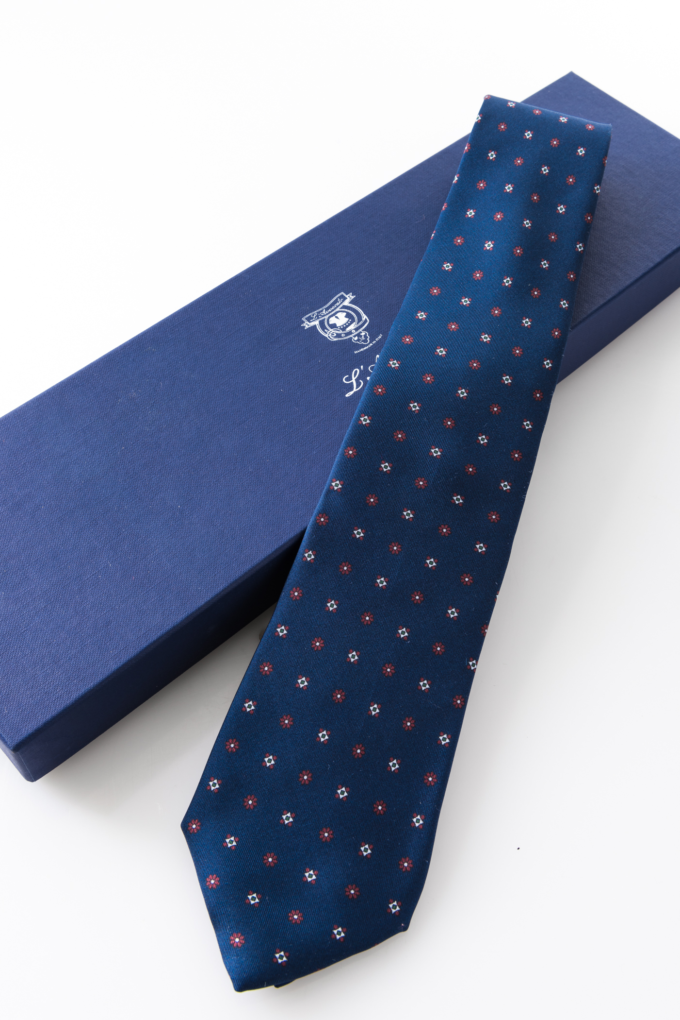 Seven-fold Tie – Susanna Blu – and its packaging