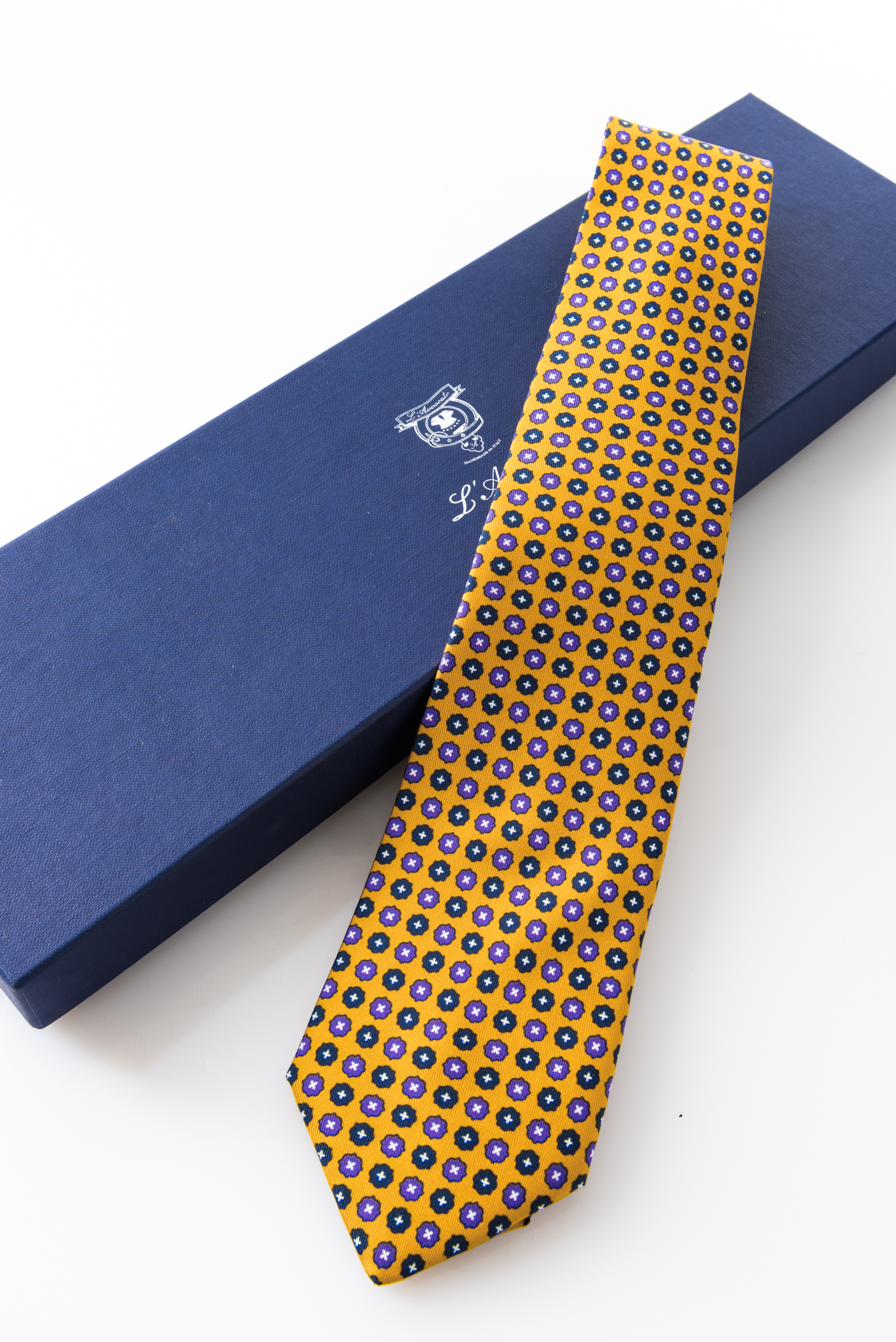 Seven-fold Tie – Aniceta Giallo Senape – and its packaging