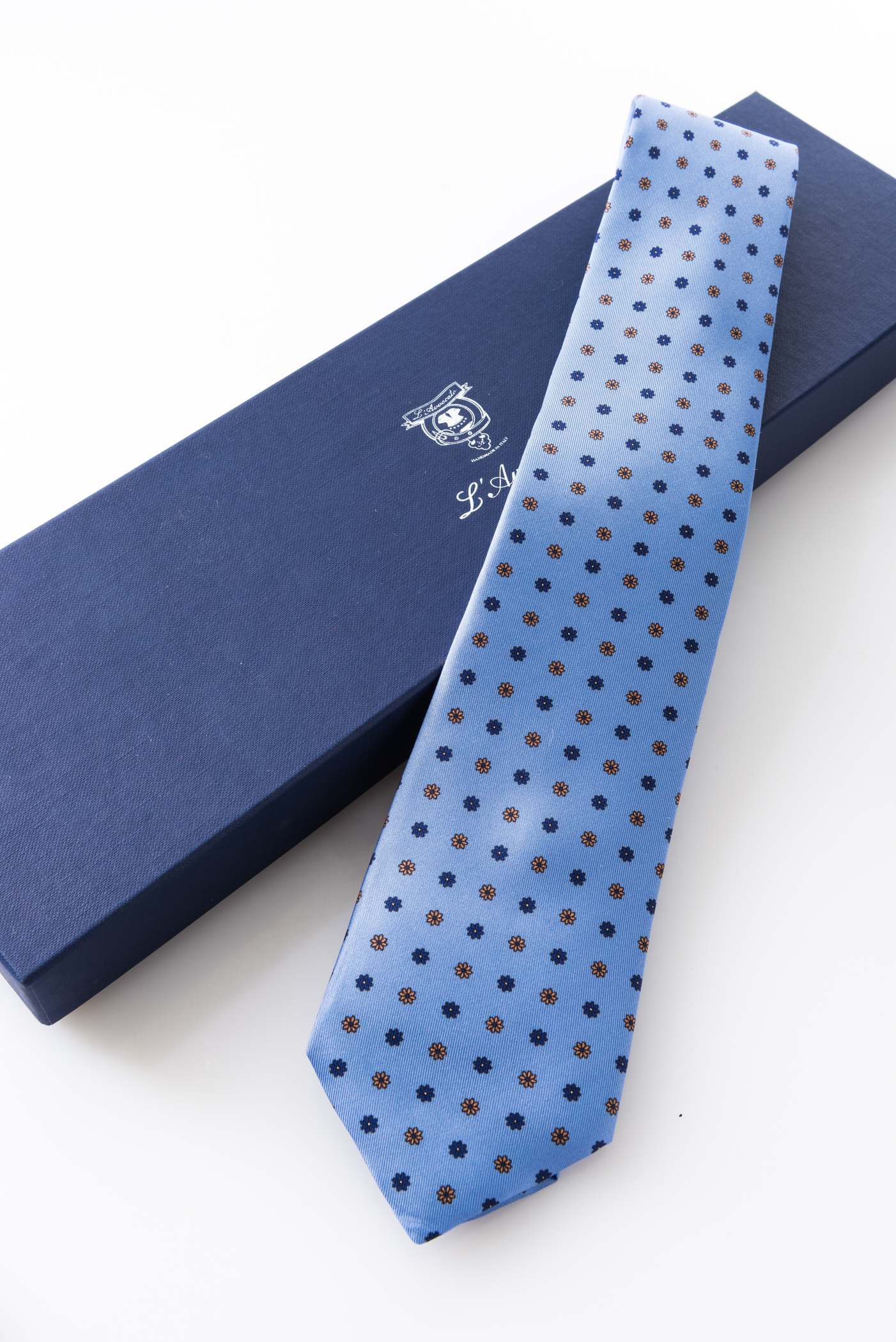Seven-fold Tie – Margherita Celeste – and its packaging