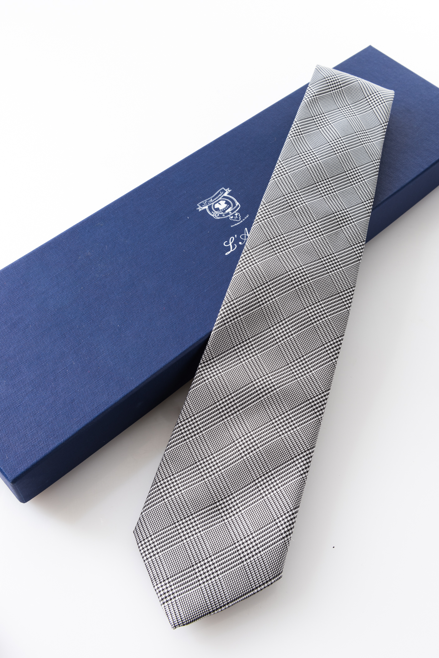 Lined Tie – John Grigio – and its packaging