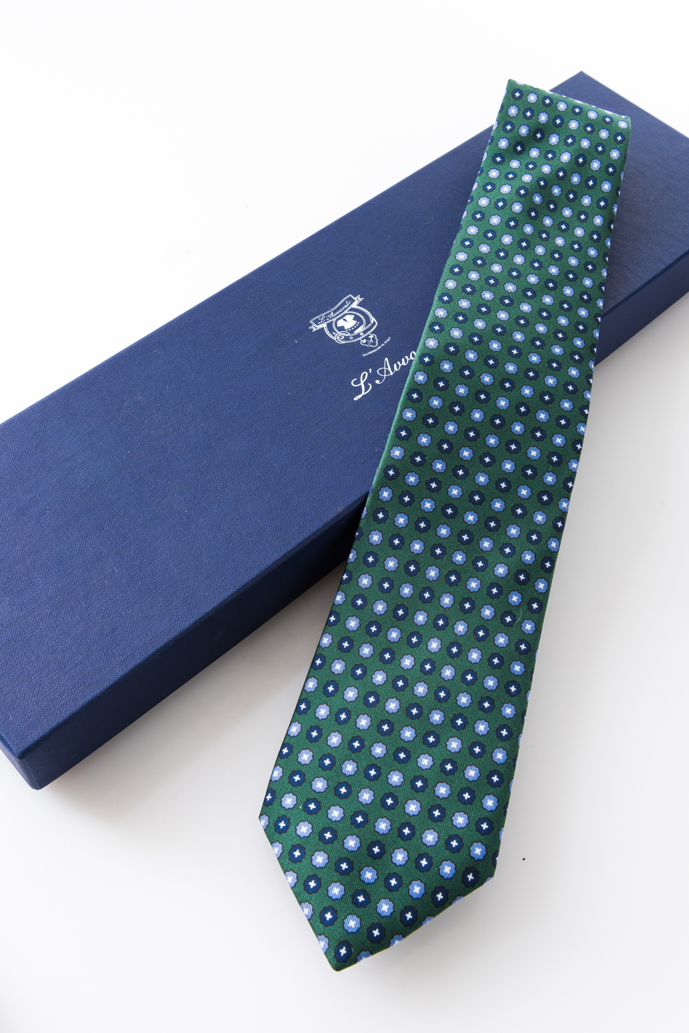 Seven-fold Tie – Aniceta Verde – and its packaging