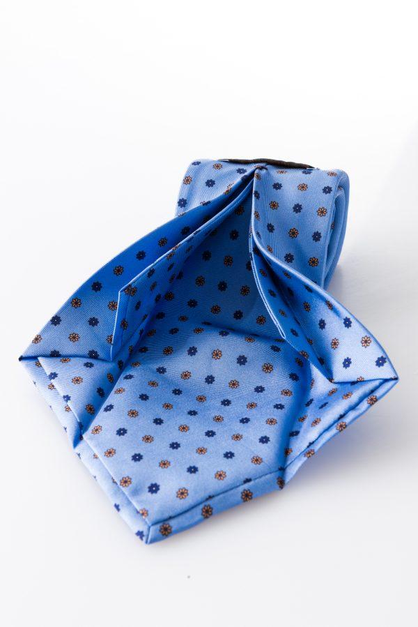 Cravatta Margherita Celeste - dettaglio lavorazione sette pieghe