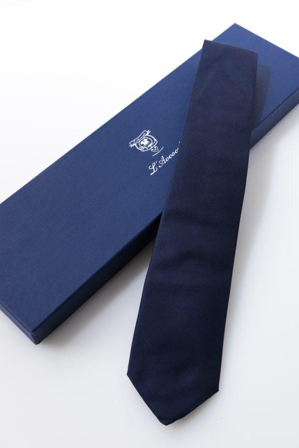 Cravatta Gianni Blu. Dettaglio con confezione.