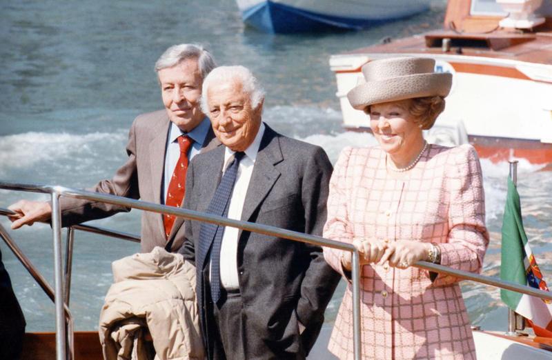 Gianni Agnelli con Klaus e Beatrice d'Olanda al Lido di Venezia