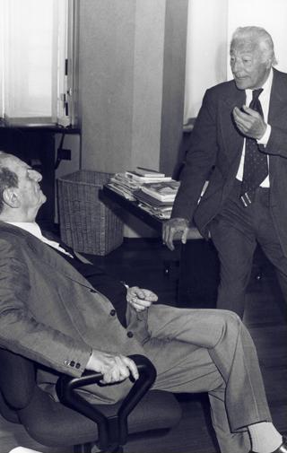 Gianni Agnelli con Norberto Bobbio a La Stampa nel 1991.