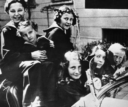 Gianni Agnelli con i fratelli alla fine degli anni Venti.