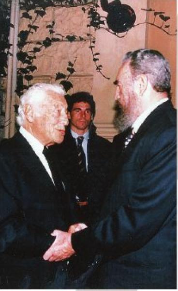 L'Avvocato a Roma insieme a Fidel Castro, durante il suo viaggio in Italia nel novembre 1996.