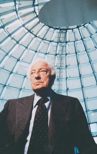 Lingotto, Gianni Agnelli all'interno della Bolla disegnata da Renzo Piano.