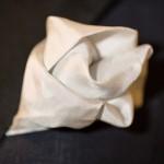 Il primo passo sulle orme dell'eleganza - dettaglio pochette bianca