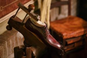 Il primo passo sulle orme dell'eleganza - dettaglio scarpa nella forma