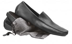 Cortina in pelle, interno in cashmere, Moreschi (220 euro www.moreschi.it)