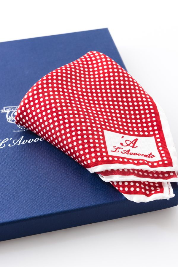 Pochette Mirafiori Rosso, dettaglio logo e confezione
