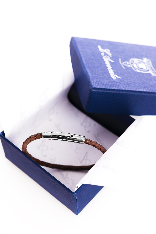"Vowen cognac colour leather bracelet ""Skin"" L'Avvocato in  its packaging."