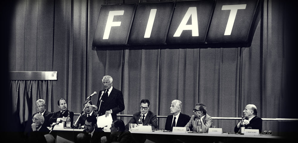 1983. Gianni and Umberto Agnelli with Romiti and Gabetti during a shareholders' meeting Fiat .