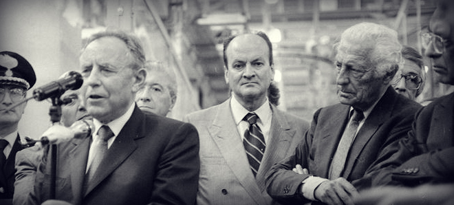 With the President of the Republic Carlo Azeglio Ciampi in 1993 , during a visit to the Fiat plant in Melfi .