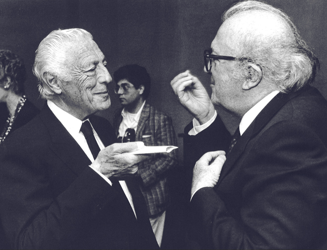 Gianni Agnelli with Federico Fellini in 1987 .
