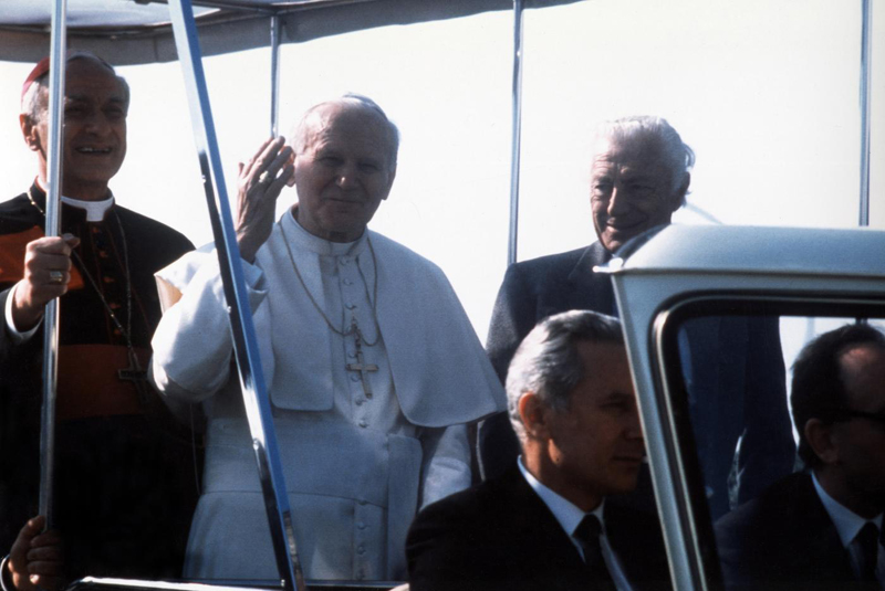 Gianni Agnelli with Pope John Paul II