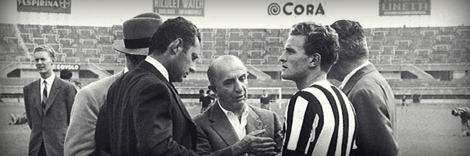 Gianni field with Boniperti and Juventus , at the center , the manager Sandro Zambelli .
