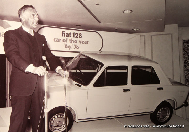 March 1970. The Advocate retires in London the award for Coach of the Year for the 128 .