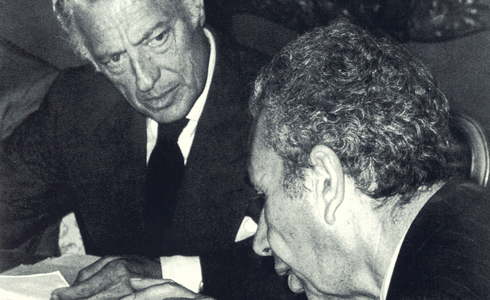 In 1976 , in Rome , with the prime minister Aldo Moro to discuss the difficult economic situation Italian .