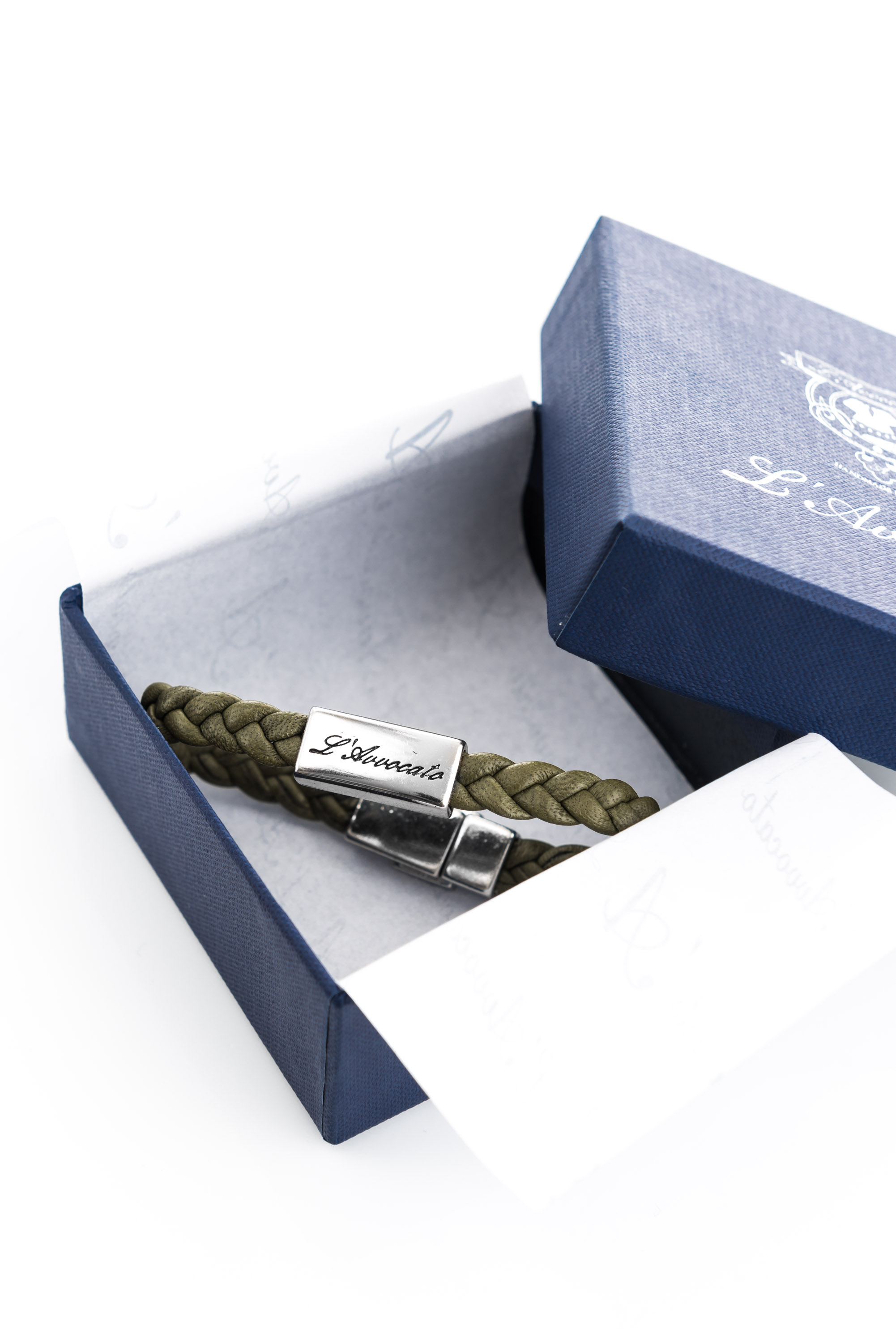 "Vowen green leather bracelet ""Eddy"" in its packacing"