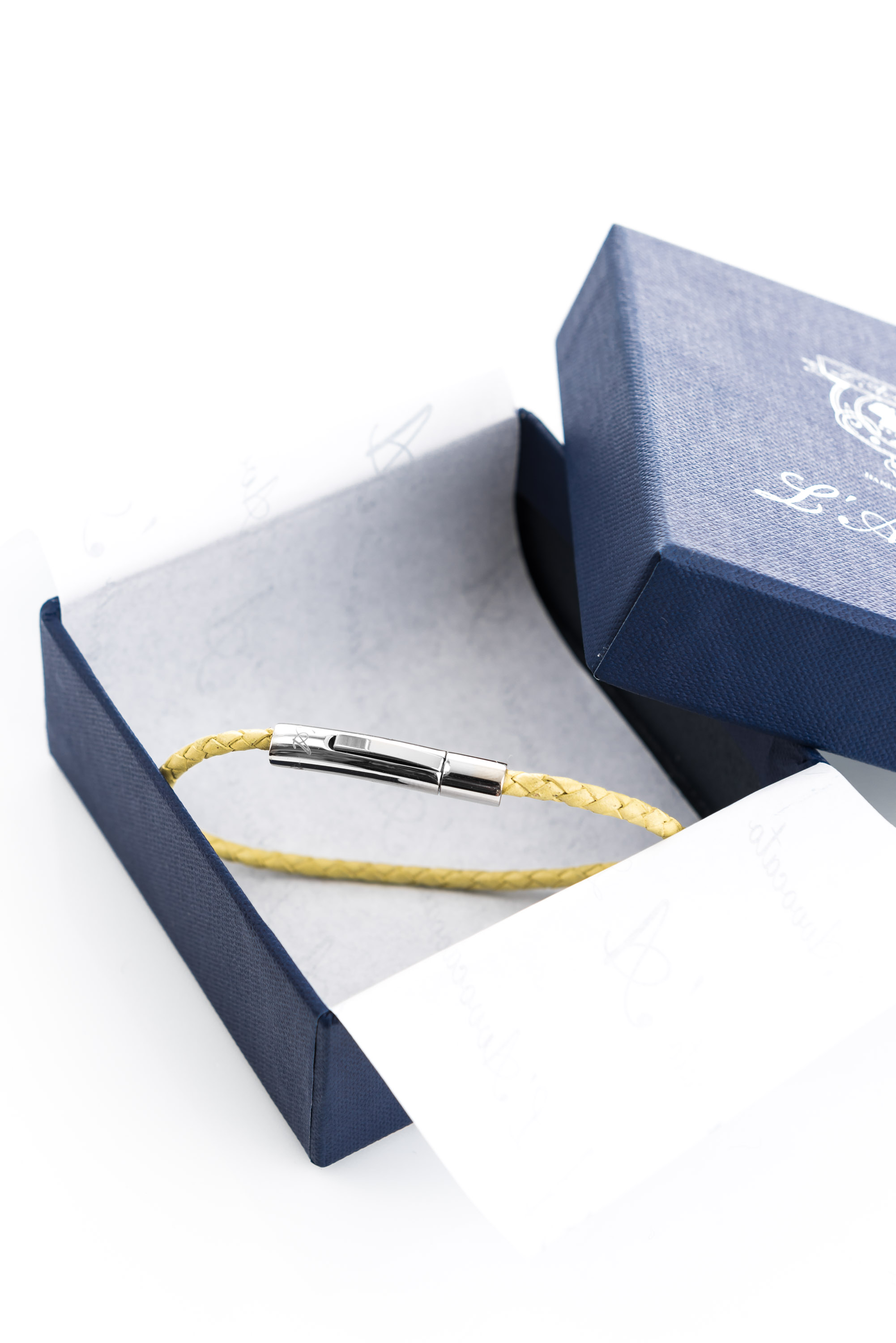 "Vowen yellow leather bracelet ""Skin"" L'Avvocato in  its packaging."