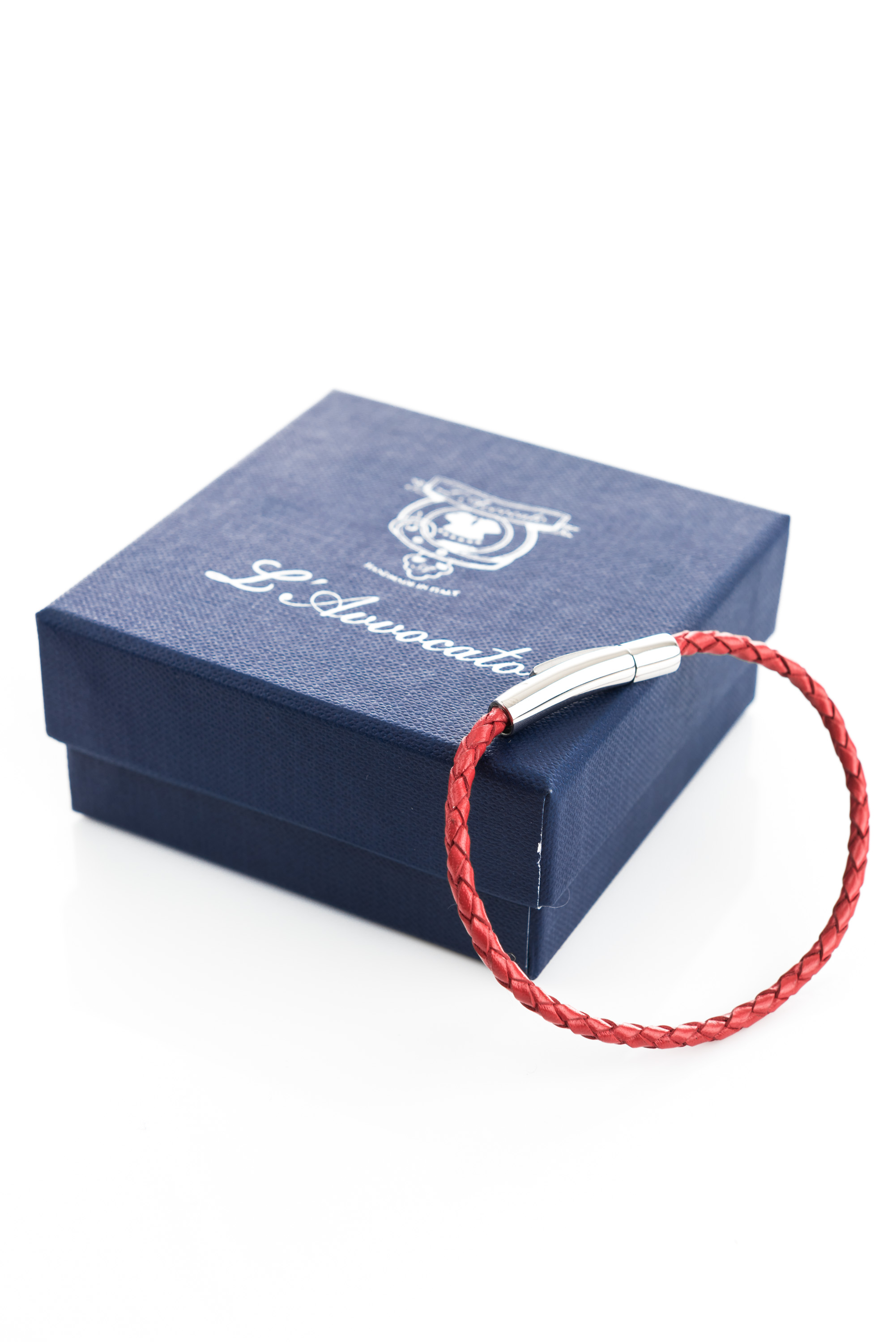 """Vowen red leather bracelet """"Skin"""" L'Avvocato and  its packaging"""