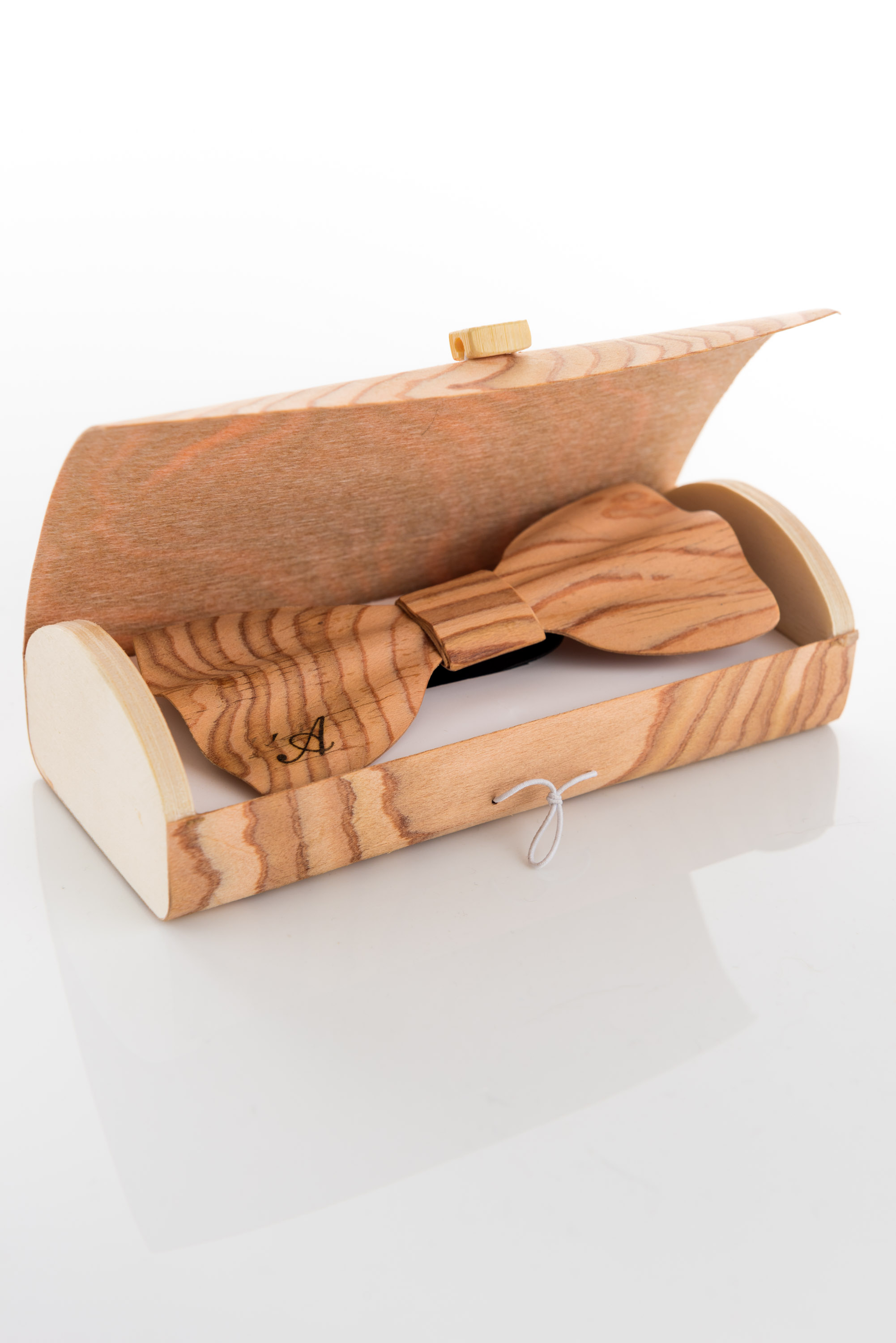 Brando – wooden bow tie – and its exclusive case