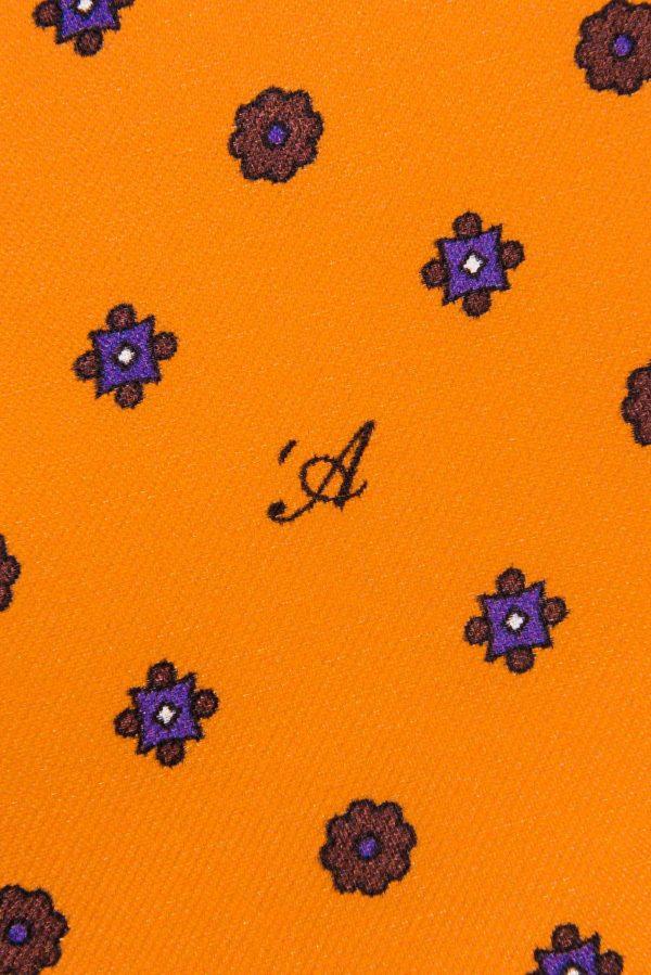 Cravatta Sette Pieghe Marella Arancione Fiamma - dettaglio della microfantasia con monogramma