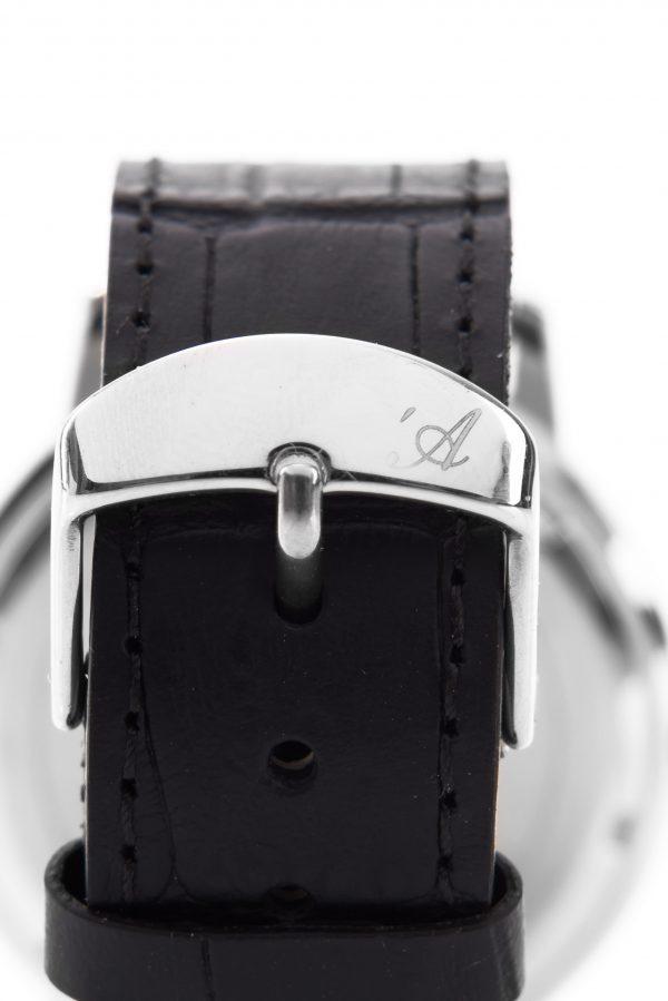 Orologio Lingotto due- dettaglio chiusura cinturino con logo inciso